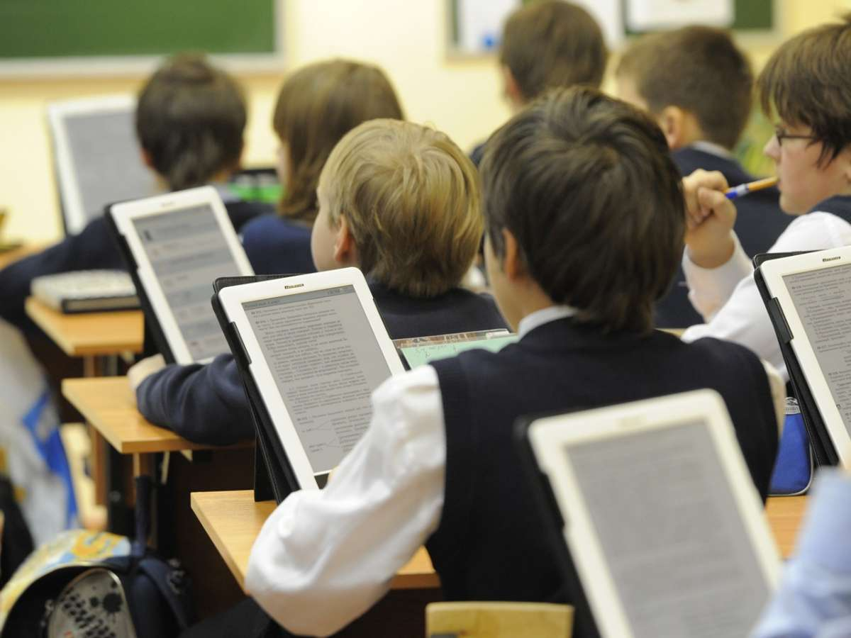 Цифровые технологии, внедряемые в школах, отупляют детей, превращая их в биороботов