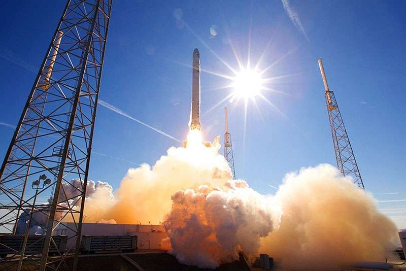 Запуск с космодрома ракеты-носителя с КА.