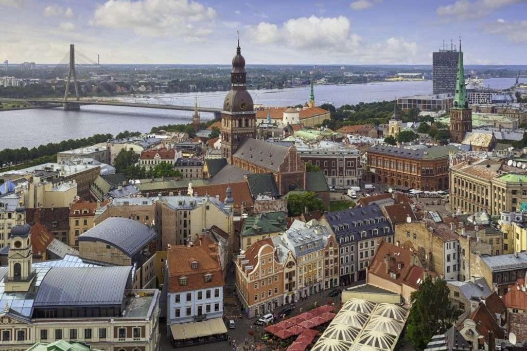 Жизнь русских людей в Прибалтике более-менее спокойна