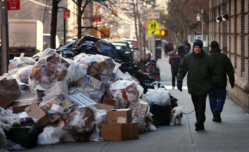 Мусорный бизнес в США: мафию прогнали, проблемы остались