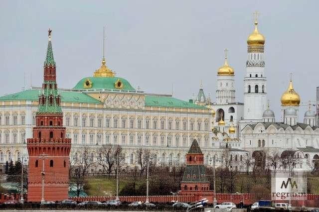 Почему Путин так возится с либералами, несмотря на их вредительство и русофобию