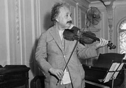 Теория относительности Эйнштейна и мировая афера