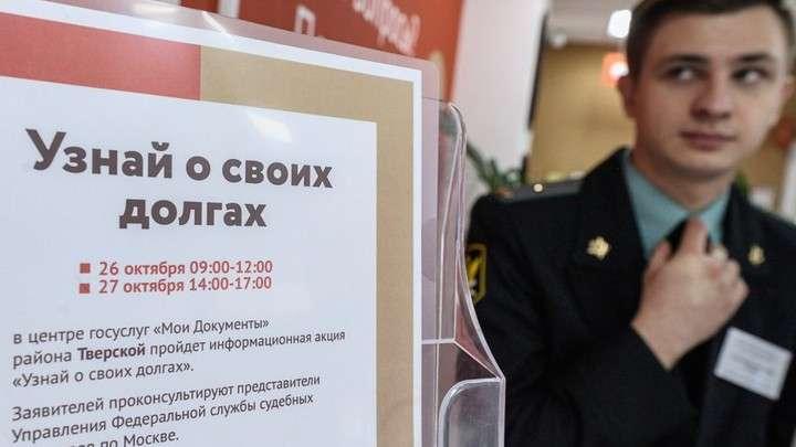 Коллекторы будут выбивать долги за коммунальные услуги у должников