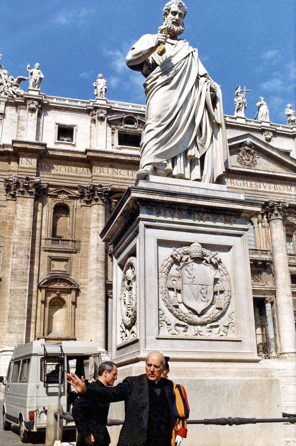 Связь Ватикана с итальянской мафией и тайными обществами. Почему «святые отцы» предпочитают наличность