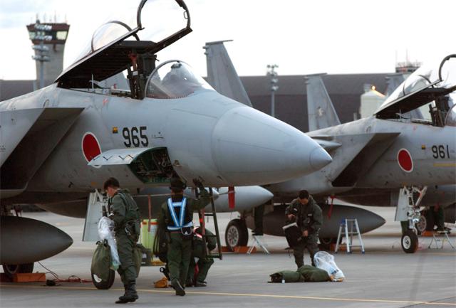 Япония сбрасывает американское ярмо, возвращая себе полноценную армию