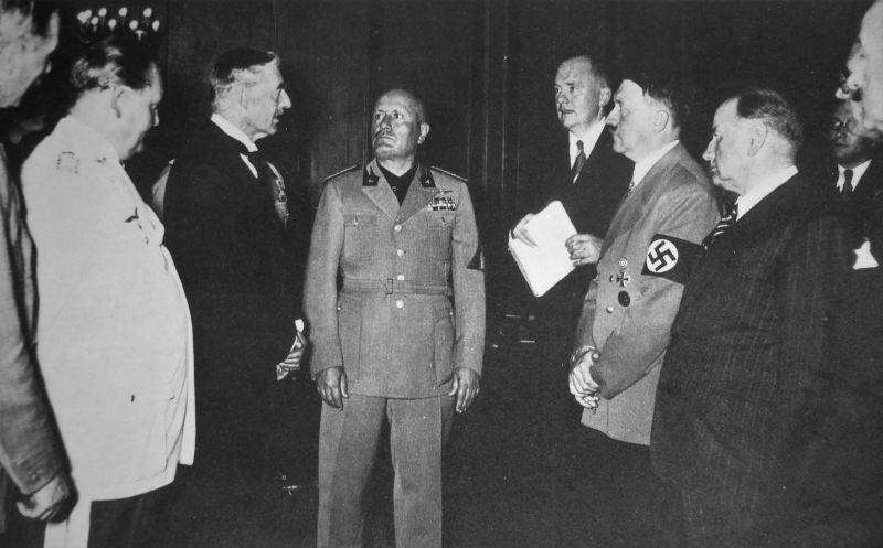 Англия действовали в интересах Гитлера и США