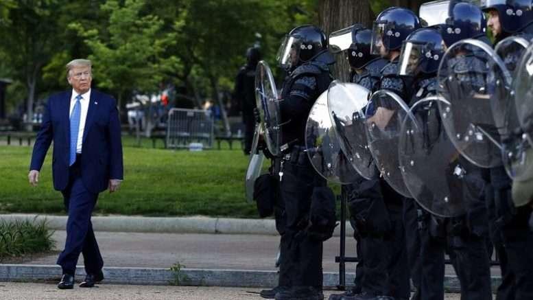 Протесты в США – ход демократов против Трампа, но ход явно проигрышный