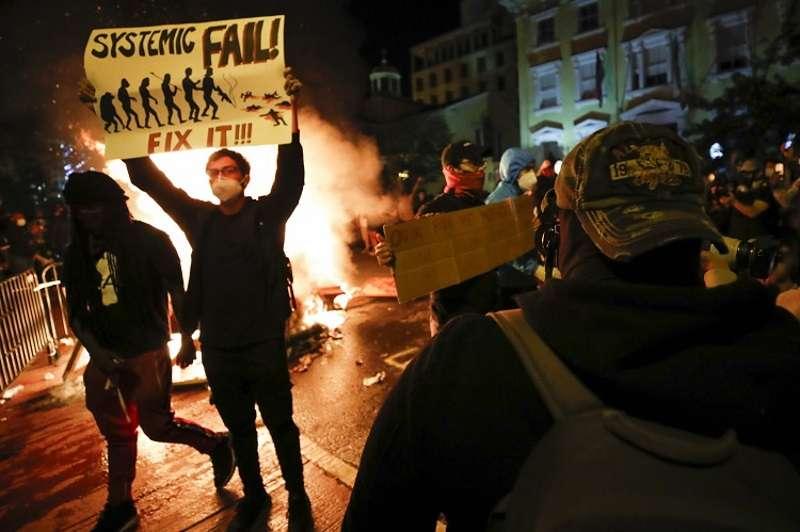 Протесты в США – начало системного коллапса американского общества