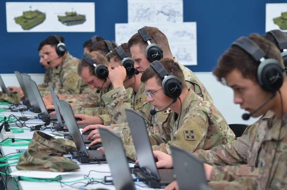 Профессиональные боевые группы врагов в информационной войне