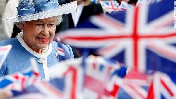 Британская корона захватила власть над миром и правит им