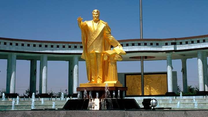 Война с русскими в Туркмении возвращает страну к дикому феодализму, а то и дальше