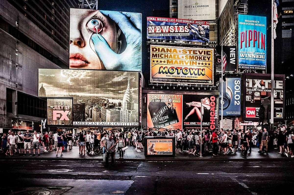 Реклама используется не только для продвижение товаров, но и искажает реальность, подменяя образы