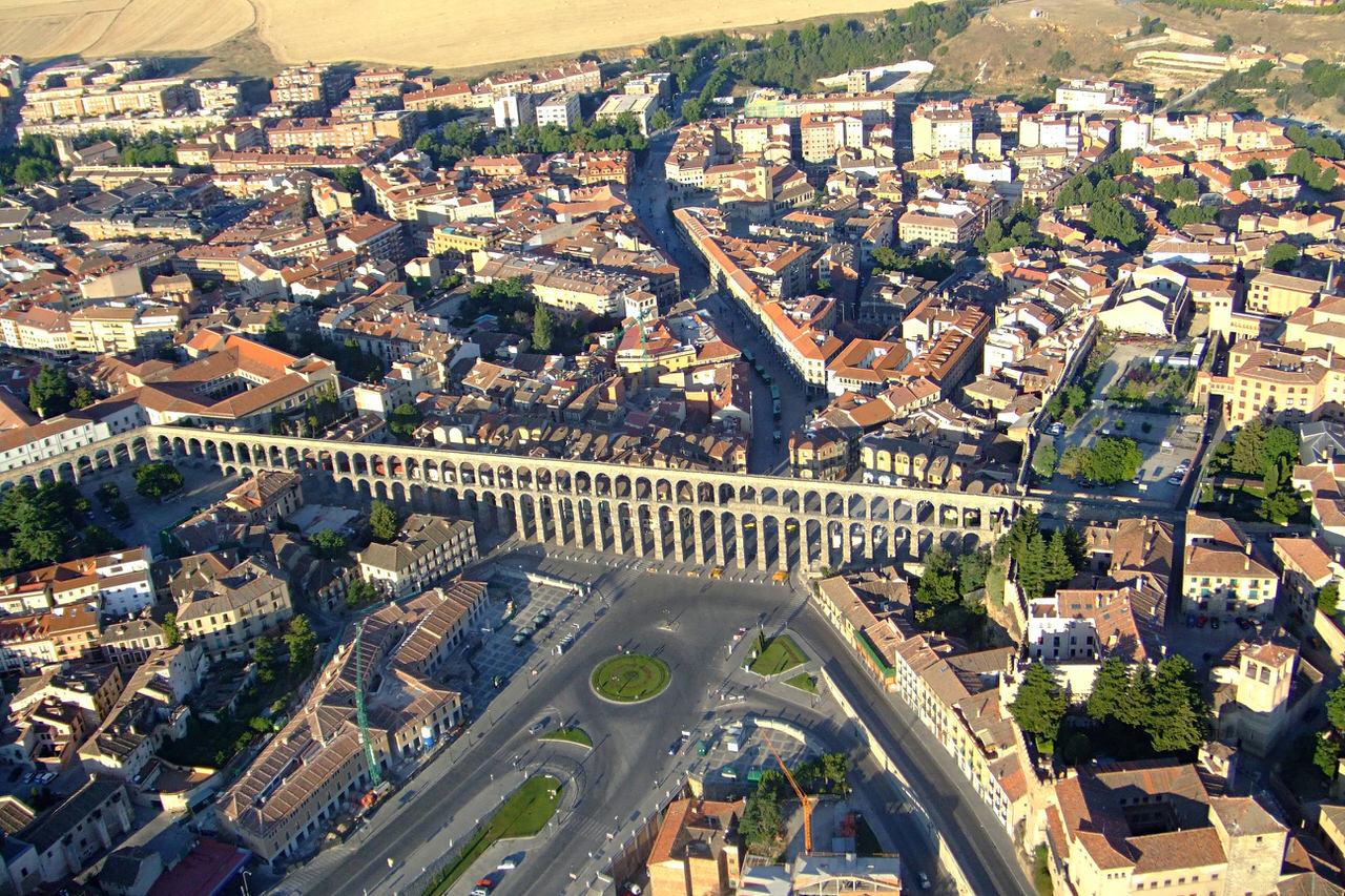 Кто построил «римские акведуки» по всему миру?