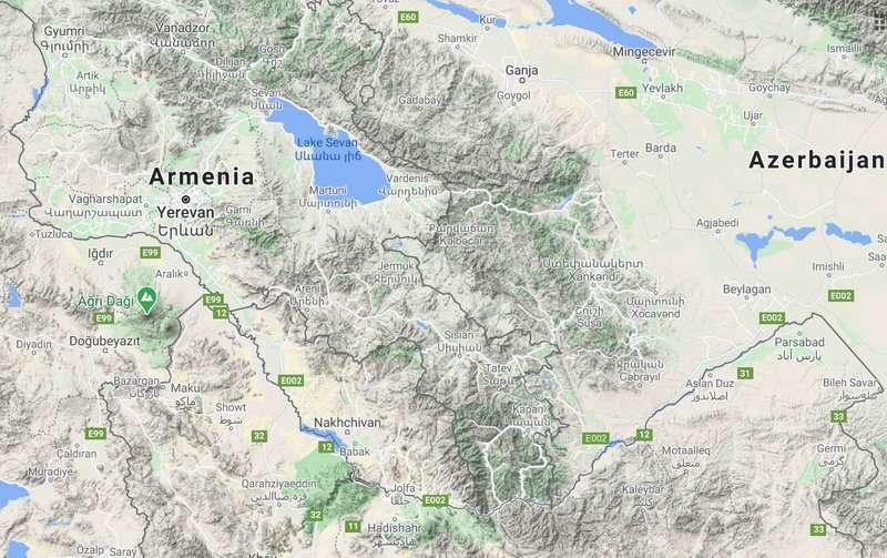 Как Россия может прекратить войну в Карабахе и следует ли ей это делать?