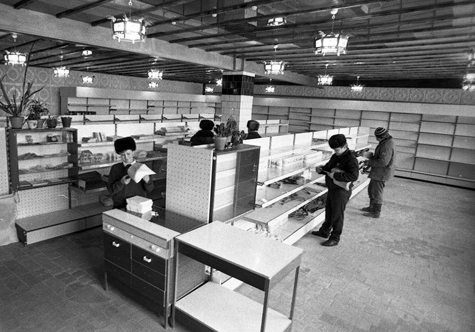 Почему во время горбачёвской «перестройки» в СССР внезапно опустели полки магазинов?