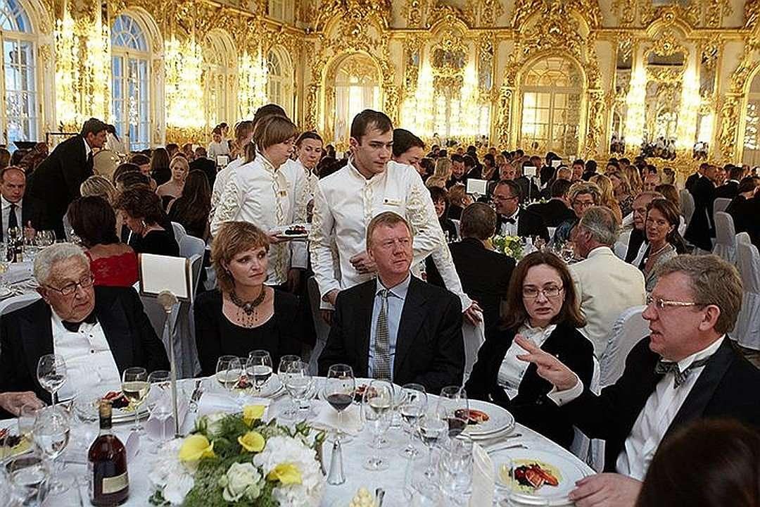 США, в лице администрации Байдена, заставляют российскую элиту продать Родину и ожидает от России капитуляции
