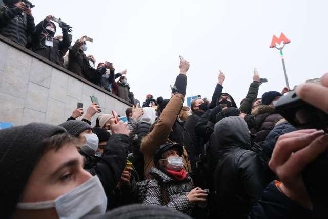 Цель и причина протестов «навальных» в России