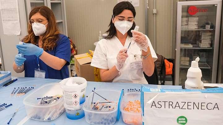 Самая опасная вакцина от коронавируса прорвалась в Россию