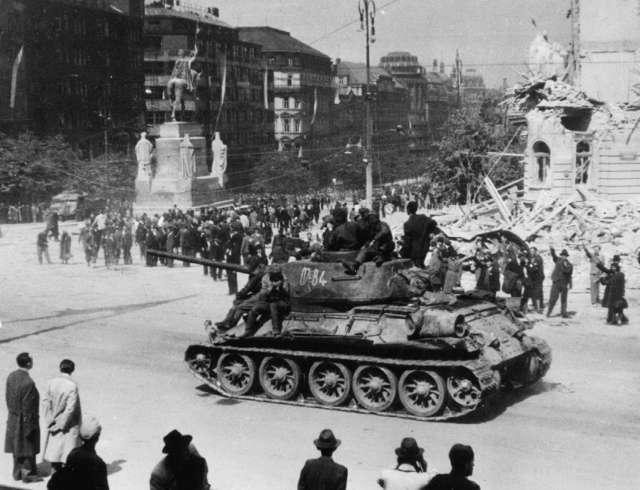 Кто стоял за Гитлеров и привел его к власти