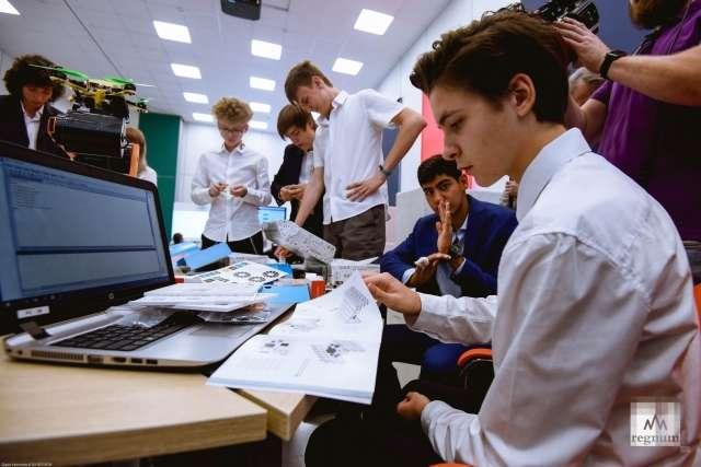 Виртуальный мир разрушает реальное будущее России