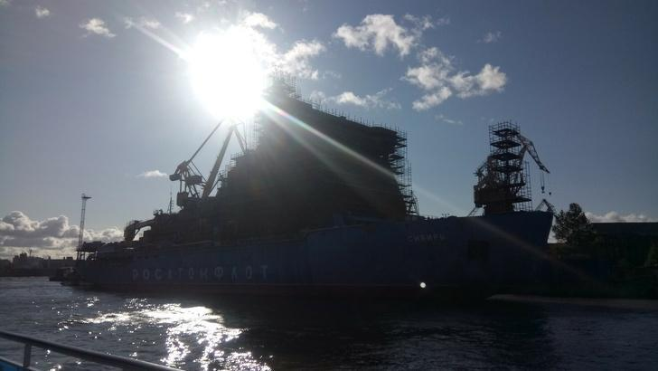 Атомные и дизельные ледоколы, строящиеся на Балтийском заводе в г. Санкт-Петербург: фотообзор