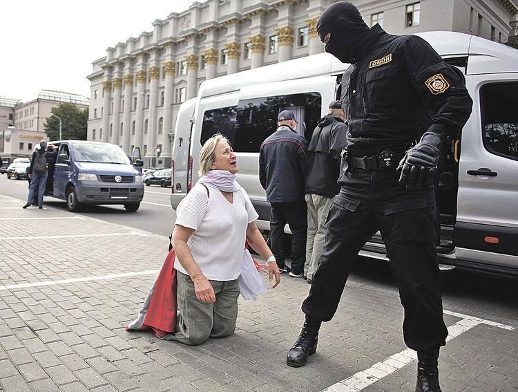 Еще недавно, до выборов, Белоруссия была нормальной страной, а сейчас ее захлестнули митинги и демонстрации.