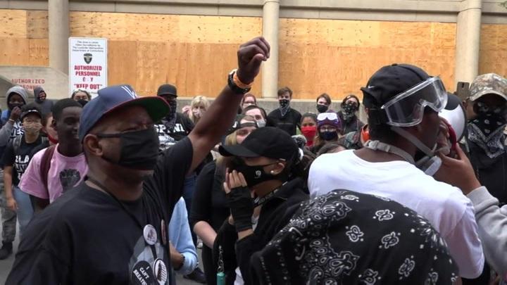 Бунт негров вспыхнул с новой силой после убийства полицейскими