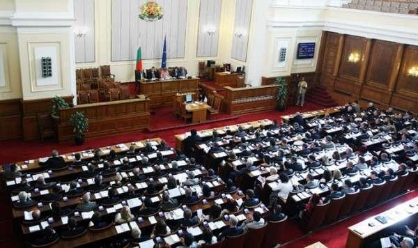 В парламенте Болгарии предлагают провести референдум о выходе из ЕС и НАТО