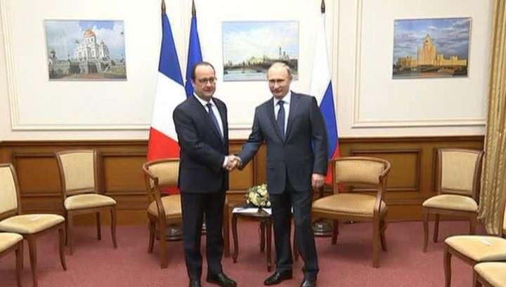 Олланд посетовал Владимиру Путину на страдания ЕС