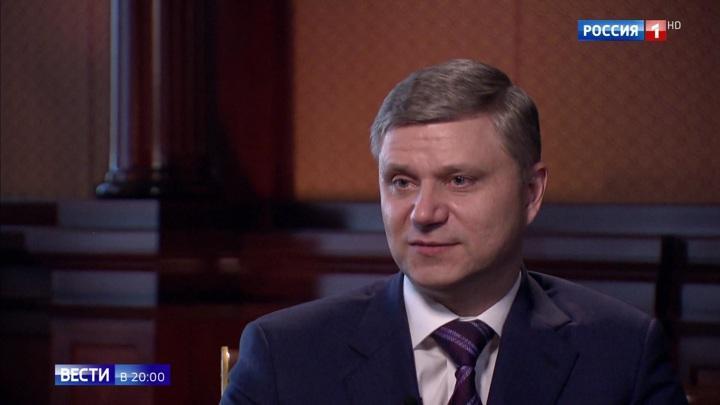 Глава РЖД рассказал о новых вагонах: несколько туалетов, душ и широкие полки