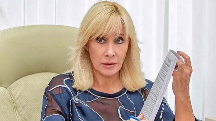 Депутат Оксана Пушкина грудью встала на защиту геев, замешанных в покупке детей