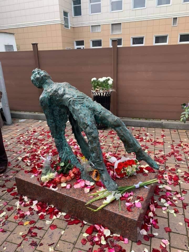 Уродливый памятник Есенину в Москве – очередная диверсия иудеев сатанистов против России