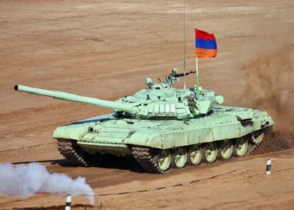 Ударный беспилотник Азербайджана не смог поразить танк армии Армении | Русская весна