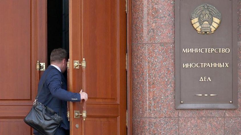 МИД Белоруссии назвал обязательным сокращение дипломатического персонала Литвы и Польши