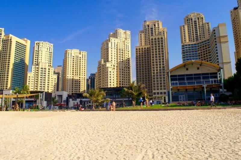 Туристы – об отдыхе в Эмиратах: «Сдвинул маску с носа – получил штраф»