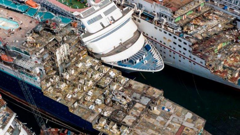 У побережья Турции расположилось «кладбище» круизных лайнеров, пострадавших от коронавируса