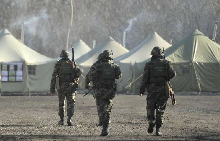 Учения в военном лагере украинских пограничников в районе села Алексеевка у границы с Россией. 21 марта 2014 года