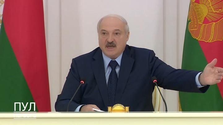 Лукашенко рассказал, как спас Тихановскую и она плакала у него на шее