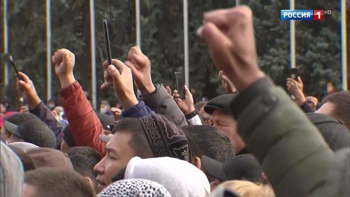 Митинги и боестолкновения: последние новости из Киргизии