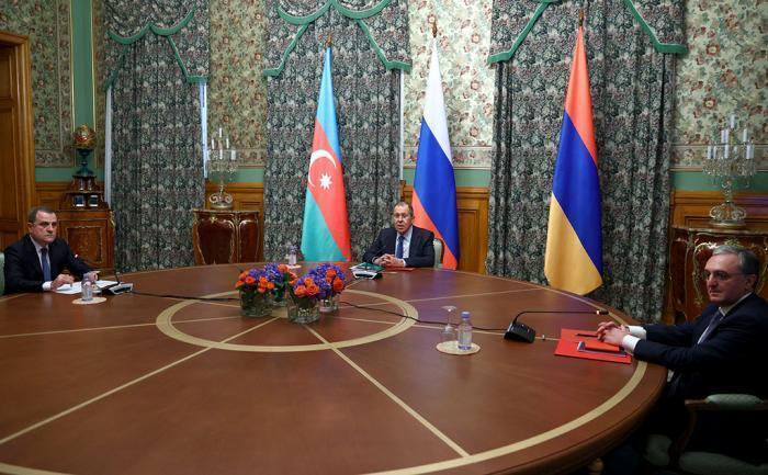 Война в Карабахе 2020 (переговоры): Баку и Ереван воевали, а потом пришел лесник и всех помирил