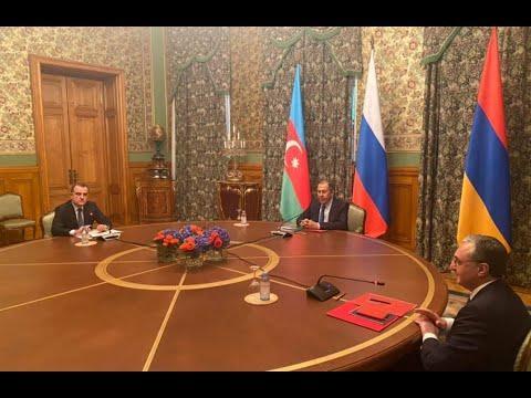 Перемирие в Карабахе, стрельба и войска в столице Киргизии, Навальный и триумф пранкеров