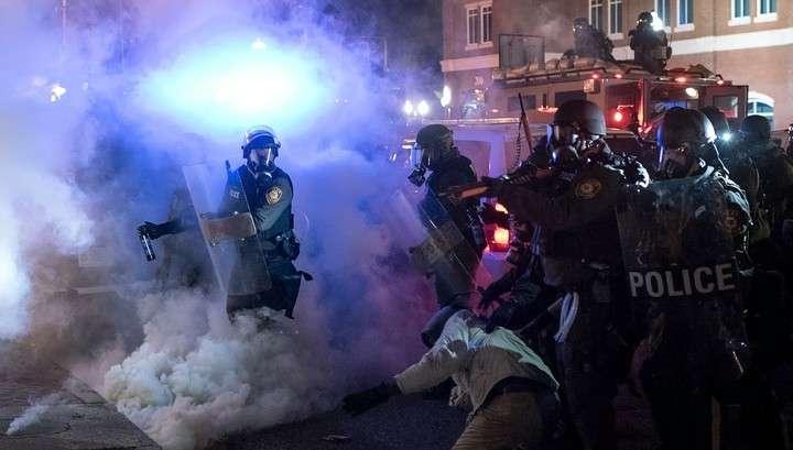 Калифорнийская полиция разогнала протестующих газом