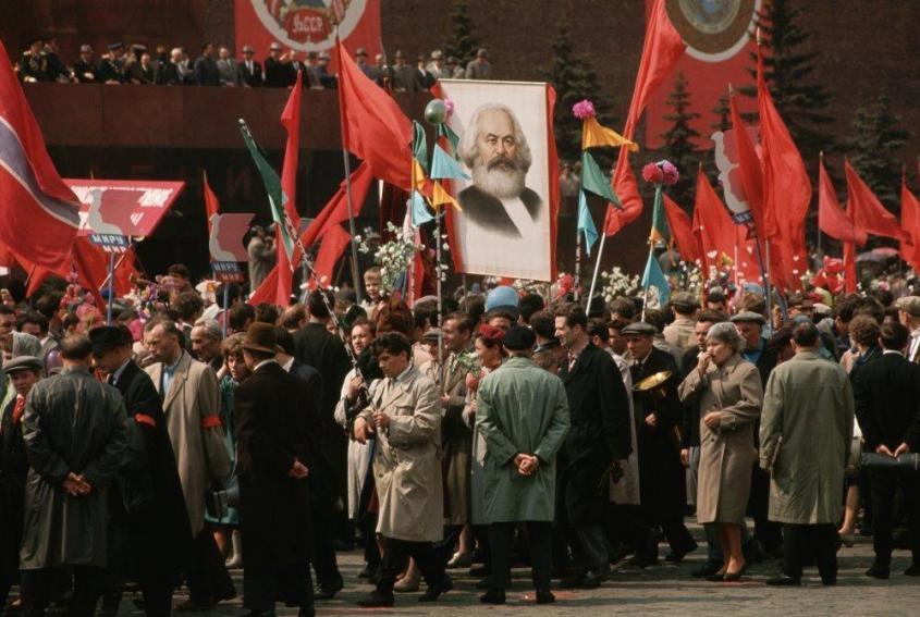 Карл Маркс – обязательный участник первомайских демонстраций в СССР. Москва, 1987 год.  Фото: Dean Conger/ Getty Images