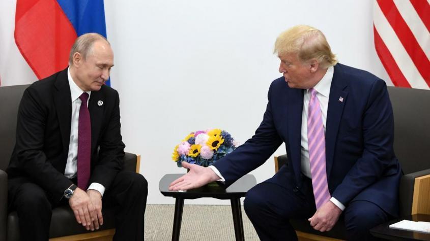 Президент РФ Владимир Путин и президент США Дональд Трамп (справа) во время встречи на полях саммита Группы двадцати в Осаке – РИА Новости, 1920, 13.10.2020