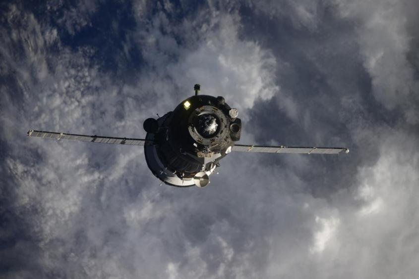 Впервые в мире к МКС пристыковался пилотируемый корабль, совершивший всего два витка вокруг Земли