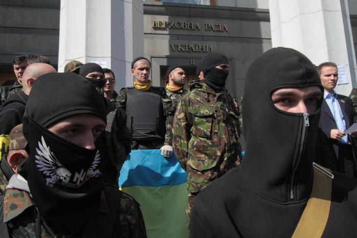 Верховная рада Украины приняла постановление о немедленном разоружении «Правого сектора»