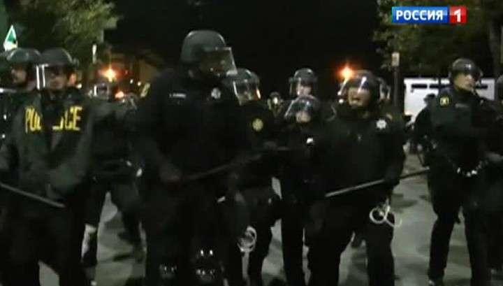 Беспорядки в Калифорнии: полицейские пустили в ход дубинки и слезоточивый газ