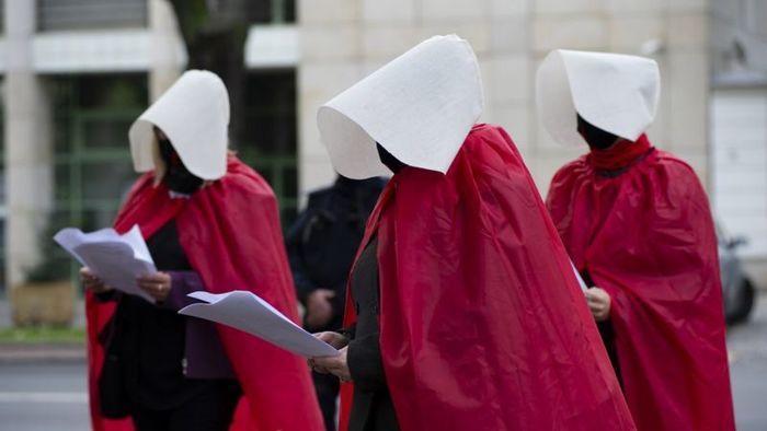 В Польше фактически запретили аборты. Детоубийцы в ярости