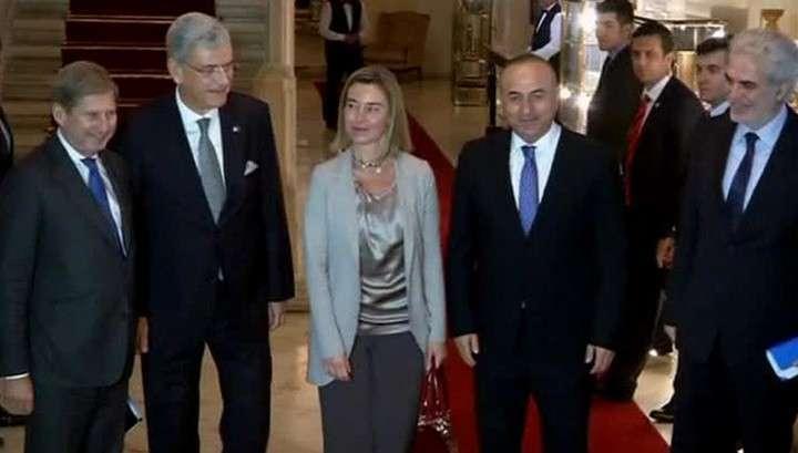 Запад тщётно пытается настроить Турцию против России