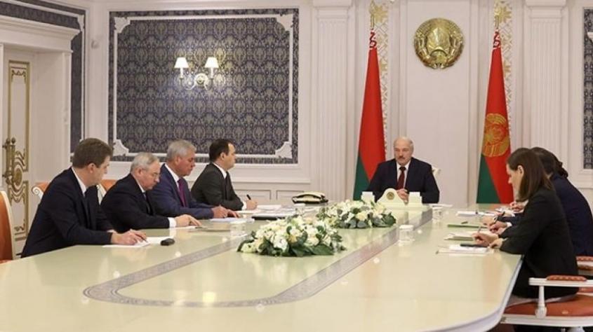 Лукашенко: студенты участвующие в протестах пойдут в армию, или на улицу